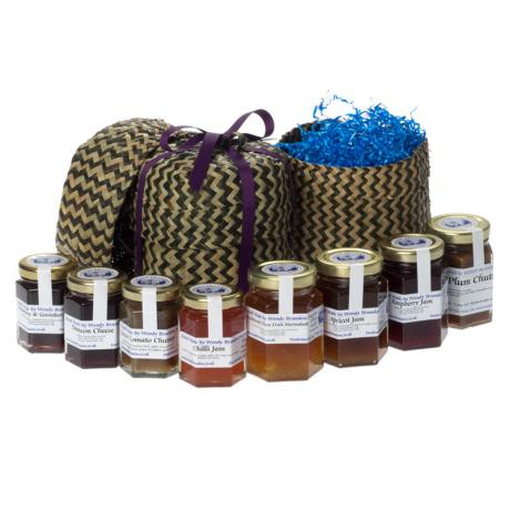 Small straw basket with 4x130g hexagonal jars and 4x70g hexagonal jars